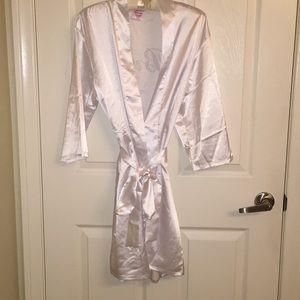 White bride robe with sash